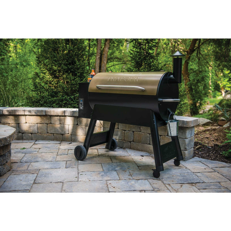 Traeger Pro Series 34 Bronze 36,000-BTU 884 Sq. In. Wood Pellet Grill Image 7